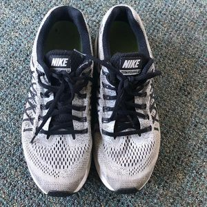 Nike Shoes - Used nike sneakers!